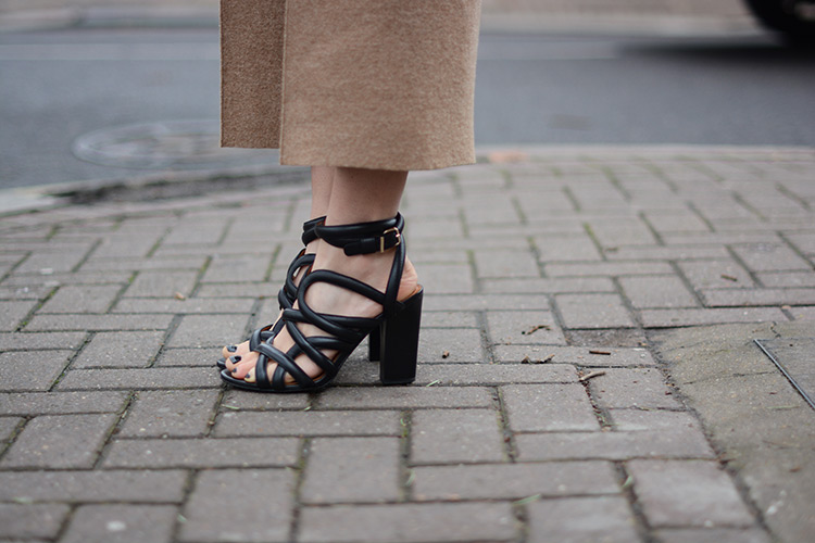 black-sandals London Girl