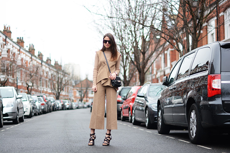 camel-pants-wool-zina-charkoplia-fashionvibe-sandals-london1 London Girl