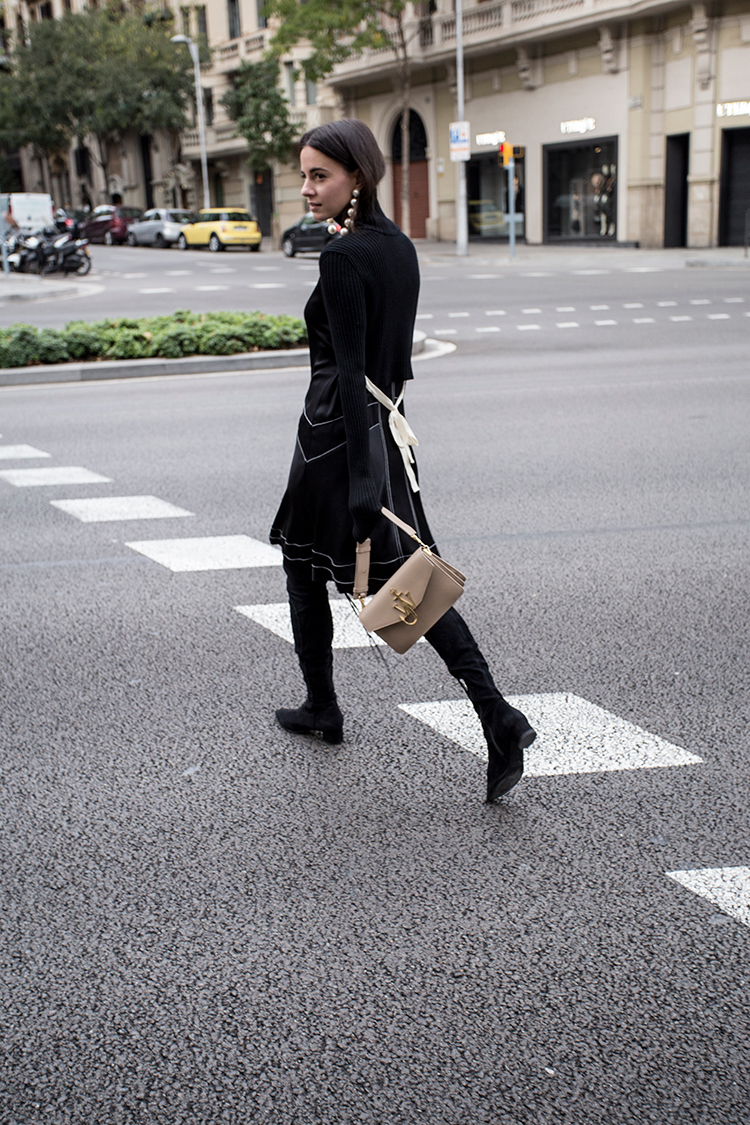 farfetch-fashionvibe-jw-anderson-bag Farfetch Shopping Experience