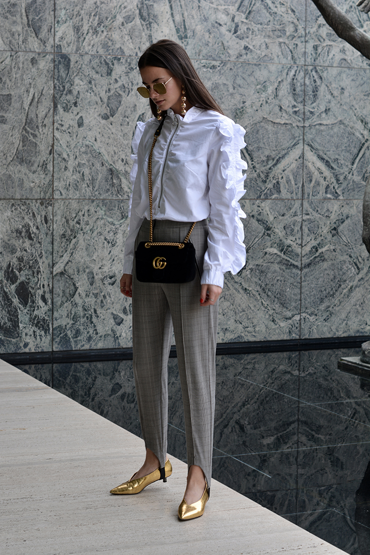 ruffles-gucci-bag-velvet-gold-fashionvibe How To Pull Off The Ruffles