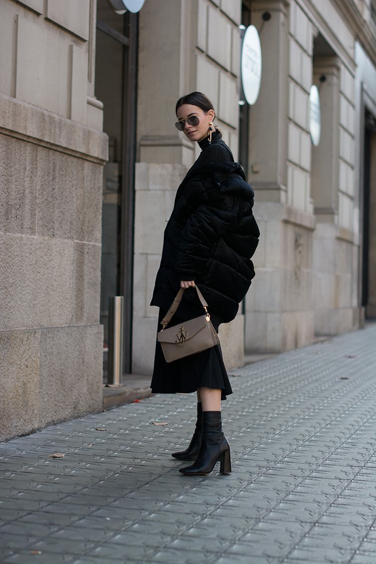 series-noir-fashionvibe-zina-charkoplia The Oversize Puffer Jacket Situation