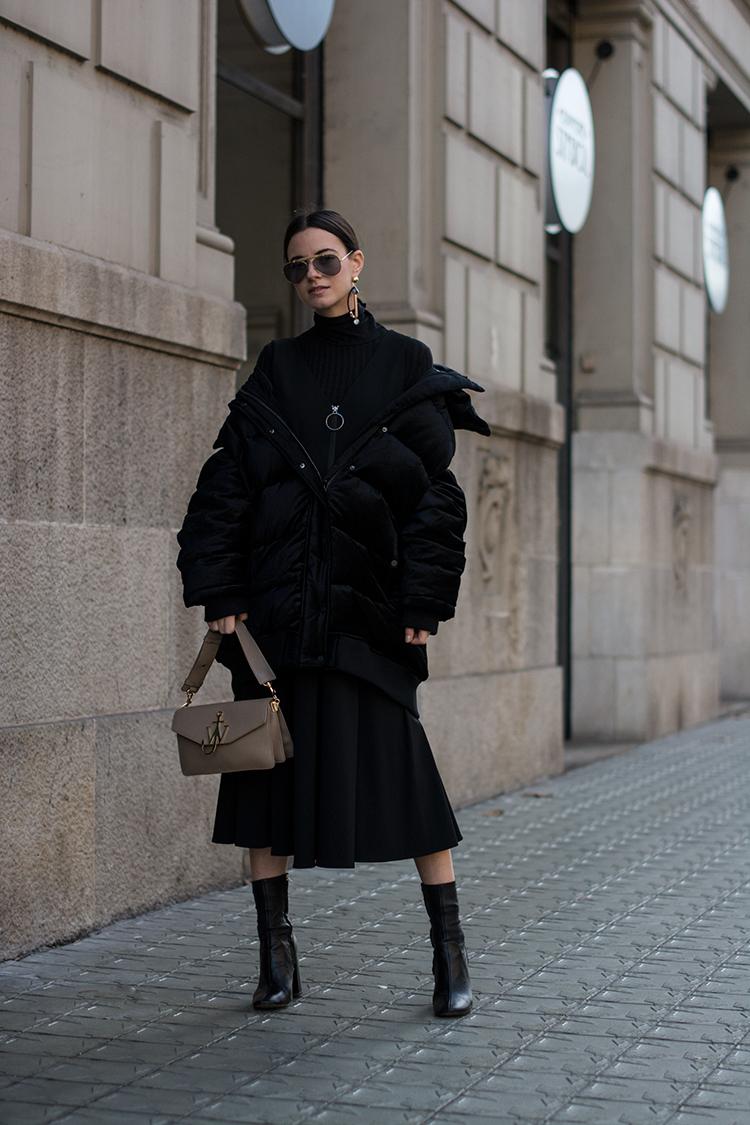 series-noir-fashionvibe The Oversize Puffer Jacket Situation