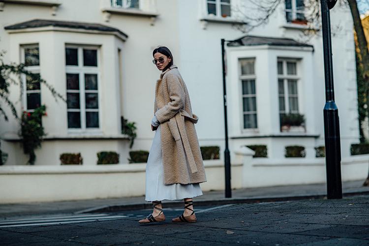 "rib-dress-white-london-fashionvibe-ganni-coat Find the perfect ""everyday rib dress"""