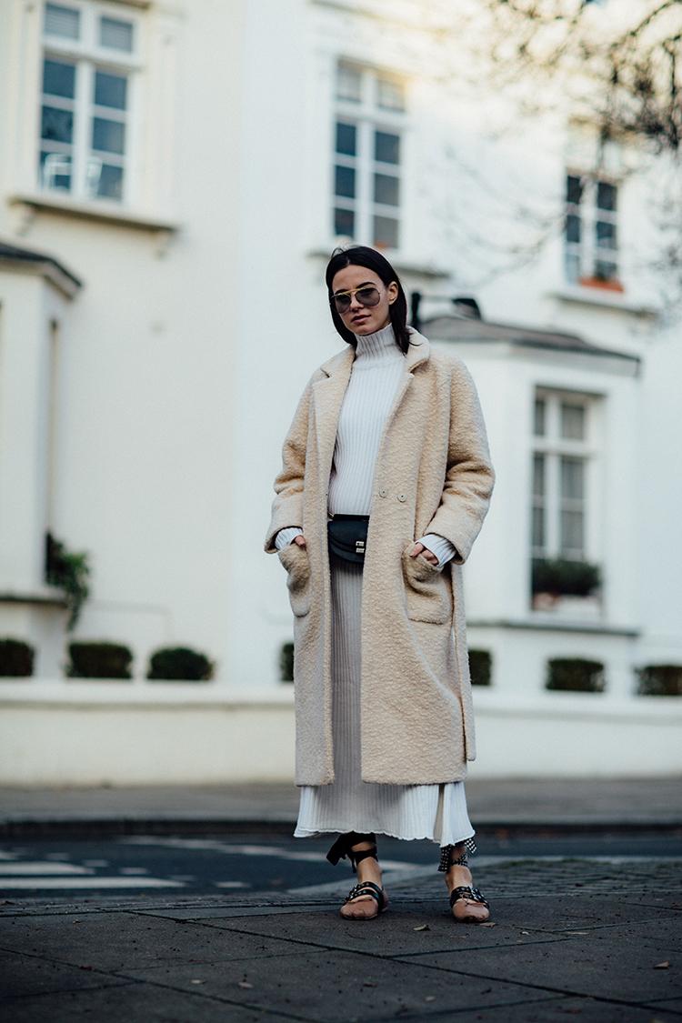 """rib-dress-white-london-fashionvibe-zina-charkoplia Find the perfect """"everyday rib dress"""""""